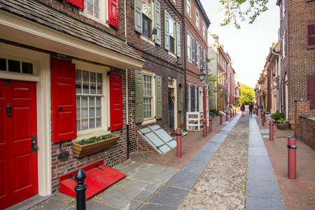 oldest: The historic Old City in Philadelphia, Pennsylvania. Elfreths Alley, referred to as the nations oldest residential street, dating to 1702. Stock Photo