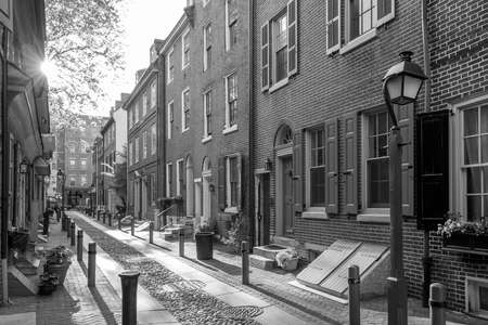 referred: The historic Old City in Philadelphia, Pennsylvania. Elfreths Alley, referred to as the nations oldest residential street, dating to 1702. Stock Photo