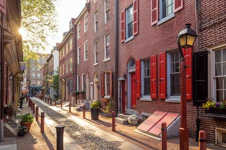 La vieille ville historique à Philadelphie, Pennsylvanie. Alley Elfreth, appelée plus ancienne rue résidentielle de la nation, datant de 1702.