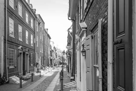 residential street: The historic Old City in Philadelphia, Pennsylvania. Elfreths Alley, referred to as the nations oldest residential street, dating to 1702. Stock Photo