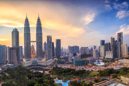Top uitzicht op de skyline van Kuala Lumper bij schemering Stockfoto