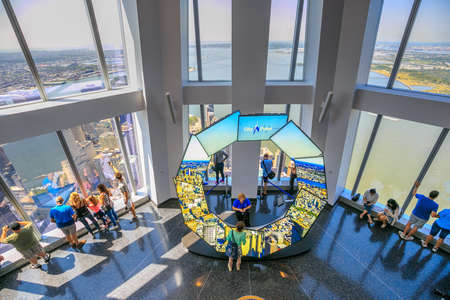 manhattan mirror new york: NEW YORK - MAY 29 : ONE  WORLD OBSERVATORY grand opening day on May 29, 2015. It  is open year round. Starting May 29th until September 7th from 9 a.m. until midnight