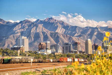 sal: El centro de Salt Lake City horizonte de Utah en EE.UU. Foto de archivo