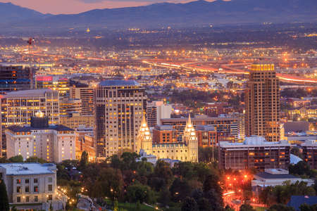 Downtown Salt Lake City skyline Utah at night USA 報道画像
