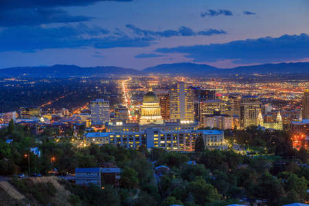 jezior: Salt Lake City skyline w nocy Utah