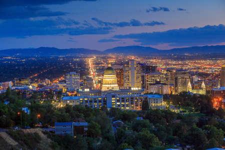 sal: Salt Lake City Utah del horizonte en la noche