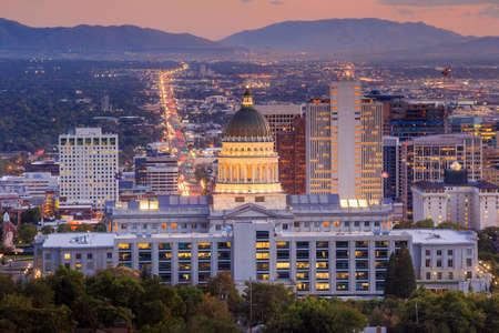Salt Lake City skyline Utah la nuit Banque d'images - 48026398