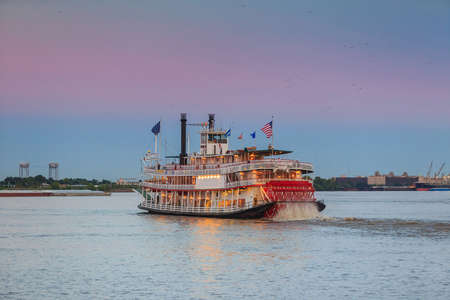 louisiana flag: New Orleans paddle steamer in Mississippi river in New Orleans,   Louisiana