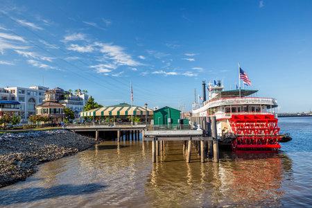 nowy: Nowy Orlean parowcem w Mississippi River w Nowym Orleanie Publikacyjne