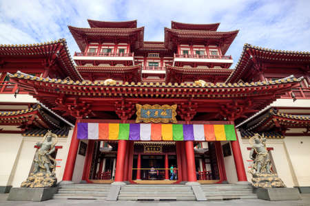 toothe: SINGAPORE - DECEMBER 13 : Buddha Toothe Relic Temple in Chinatown Singapore on December 13, 2015 in Singapore