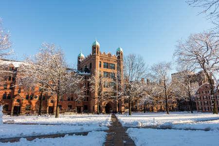 bâtiments universitaires de Yale en hiver à New Haven, CT USA Banque d'images