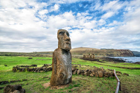 Moais en Ahu Tongariki en la isla de Pascua, Chile Foto de archivo