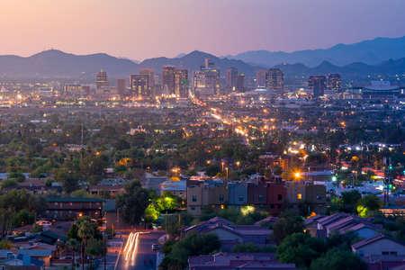 Vista superior de la ciudad de Phoenix Arizona, al atardecer en EE.UU. Foto de archivo