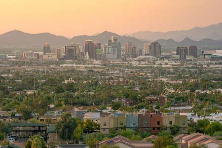 Vue de dessus du centre-ville de Phoenix en Arizona au coucher du soleil aux Etats-Unis Banque d'images - 62394834