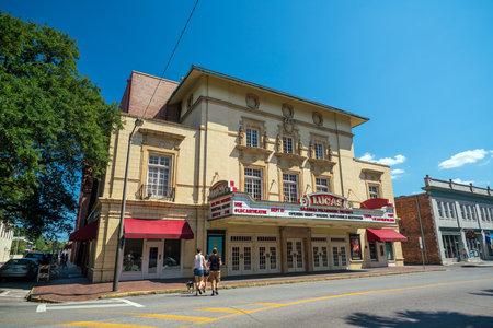 mamma: SAVANNAH, GEORGIA - SEPTEMBER 5 : The beautiful architecture of the Lucas Theatre on Abercorn Street in the historic downtown Savannah Georgia on September 5, 2016.