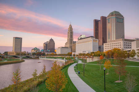 Vue du centre-ville de Columbus Ohio Skyline au crépuscule Banque d'images - 69239388