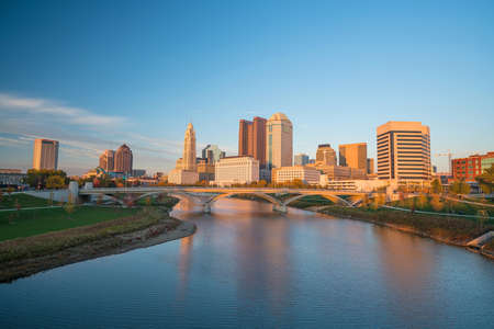 View of downtown Columbus Ohio Skyline at Sunset 스톡 콘텐츠