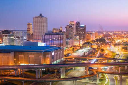 city: Vista aérea del centro de Memphis horizonte en Tennessee, EE.UU.