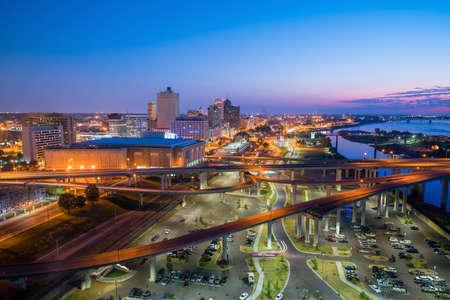 米国テネシー州メンフィスのダウンタウンのスカイラインの眺め