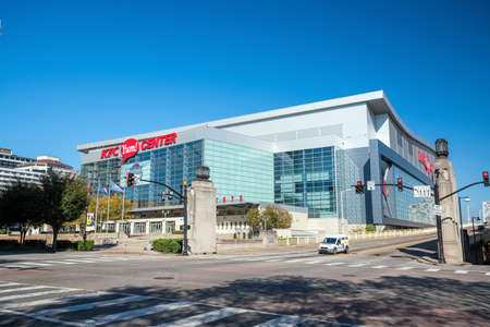 ville: LOUISVILLE, KENTUCKY, USA - NOV 9 : The KFC Yum! Center, pictured  is home to the University of Louisvilles basketball team on November 9, 2016.