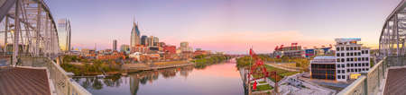tn: Nashville, Tennessee downtown skyline with Cumberland River in USA Stock Photo