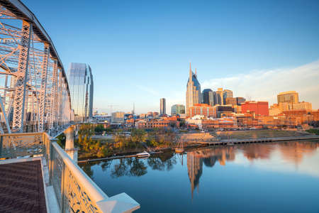 Nashville, Tennessee downtown skyline with Cumberland River in USA Banco de Imagens