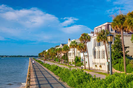 Battery Park in the historic waterfront area of Charleston, South Carolina, USA 免版税图像