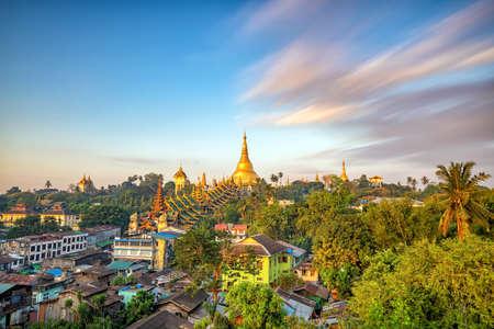 Yangon skyline with Shwedagon Pagoda  in Myanmar Imagens