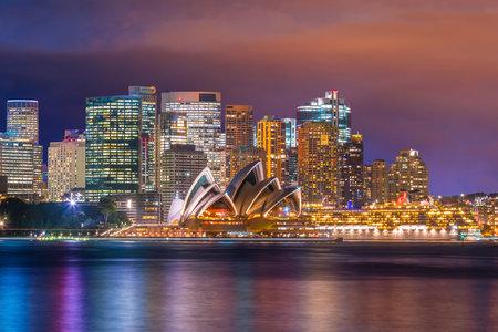 Skyline di Sydney del centro in Australia al crepuscolo Archivio Fotografico - 80664284