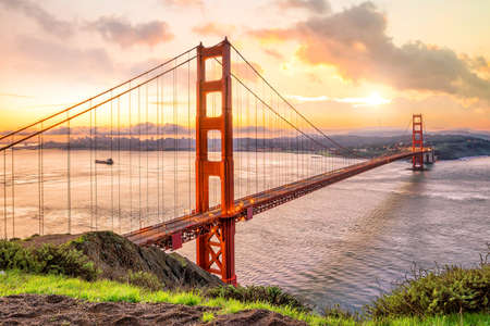 Golden Gate Bridge in San Francisco, California USA at sunrise 免版税图像