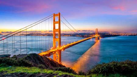 Golden Gate Bridge a San Francisco, California USA ad alba Archivio Fotografico