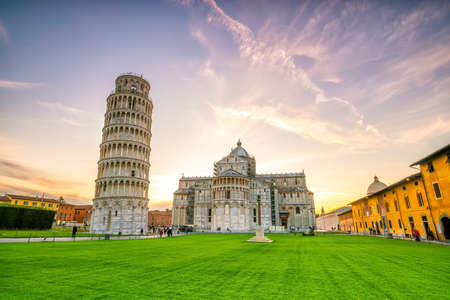 Pisa Cathedral and the Leaning Tower in a sunny day in Pisa, Italy. 免版税图像
