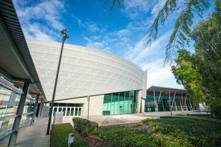 PERTH, AUSTRALIË - JULI 11: Het Verdrag van Perth en de Tentoonstellingscentrum op het gebied Perth, Australië van de binnenstad op 11 Juli, 2017 Het is een particulier die congrescentrum in Perth, Westelijk Australië wordt gevestigd.