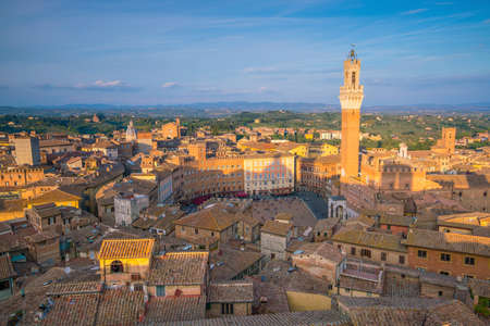 Downtown Siena skyline in Italy with blue sky 版權商用圖片