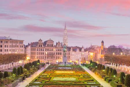 ベルギーの夕暮れ時のモン・デ・アーツのブリュッセルの街並み 写真素材 - 92123882