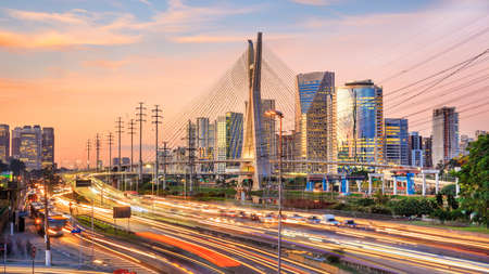 Octavio Frias de Oliveira Bridge in Sao Paulo Brazil at twilight Banque d'images - 96629301