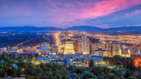 Salt Lake City skyline Utah at night in USA 에디토리얼
