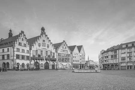 Frankfurter Altstädter Ring Römerberg in der Dämmerung in Deutschland.
