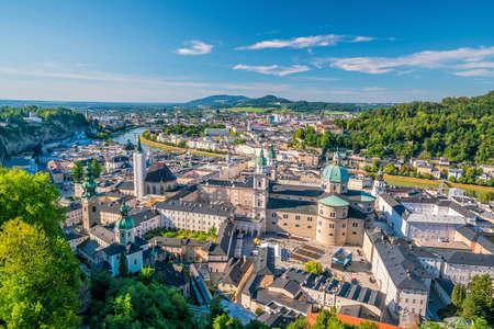 Belle vue sur les toits de la ville de Salzbourg en été, Autriche Banque d'images