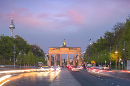 The Brandenburg Gate in Berlin at sunset, Germany Foto de archivo