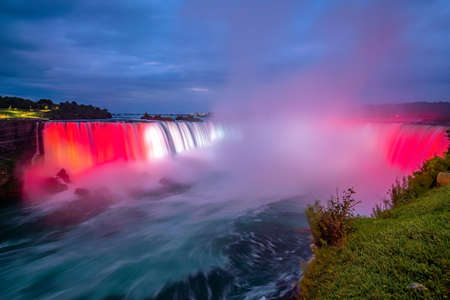 Niagara Falls waterfall view from Ontario, Canada Stockfoto - 131588020