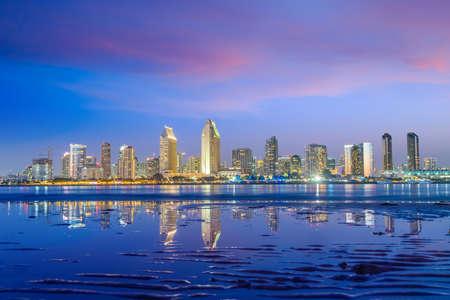 Horizon du centre de San Diego en Californie, Etats-Unis au coucher du soleil Banque d'images