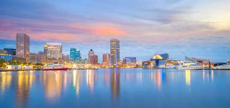Uitzicht op het Inner Harbor-gebied in het centrum van Baltimore Maryland, VS bij zonsondergang Stockfoto