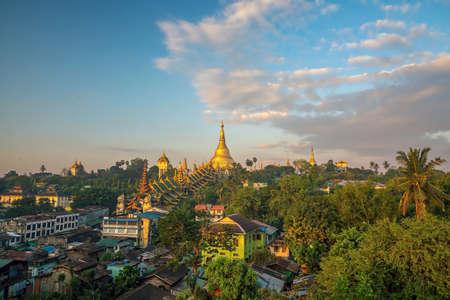 Yangon skyline with Shwedagon Pagoda in Myanmar with beautiful  blue sky 版權商用圖片