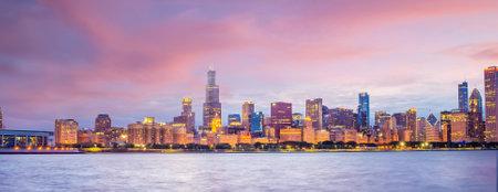 Downtown chicago skyline cityscape in Illinois, USA Редакционное