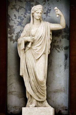diosa griega: Atenea Escultura antigua mitolog�a griega la diosa de la sabidur�a y la guerra justa.  Foto de archivo
