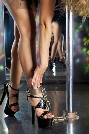 Photo strippers legs chained to the pole chain
