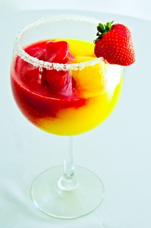 A delicious mango and strawberry cocktail, refreshing and tasty  Banco de Imagens