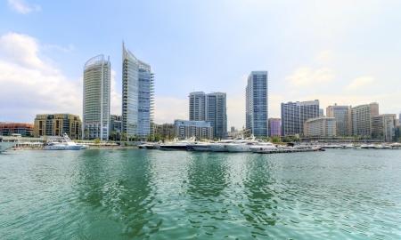 eingeschifft: Ein Blick auf die sch�ne Marina Bay in Zaitunay in Beirut, Libanon Eine sehr moderne, High-End-und neu entwickelten Bereich, wo Yachten werden in Angriff genommen, und es Lizenzfreie Bilder