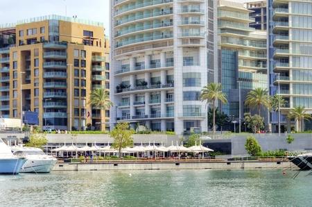 eingeschifft: Ein Blick auf die sch�ne Marina Bay in Zaitunay in Beirut, Libanon Eine sehr moderne, High-End und neu entwickelten Bereich, in dem Yachten werden in Angriff genommen, und es